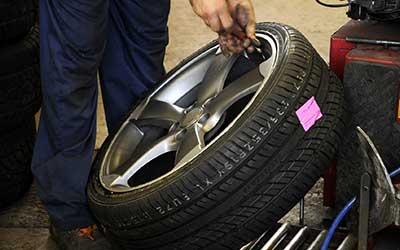 Girost Automobiles,  vente et montage de pneus